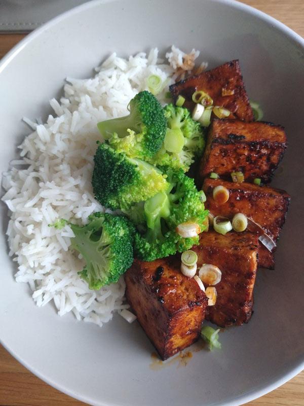 Gochujang marinated tofu with rice and broccoli